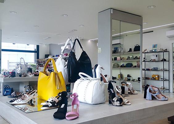 Interno negozio di scarpe rizzi calzature